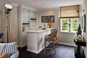 Бар для бутылок в интерьере квартиры или дома -  Как лучше сделать? 120+ (Фото) из дерева, напольный, угловой