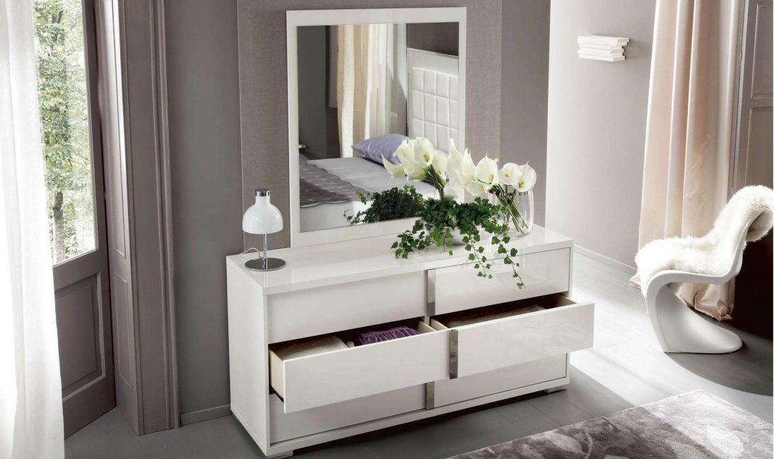 Красивая белая мебель в интерьере