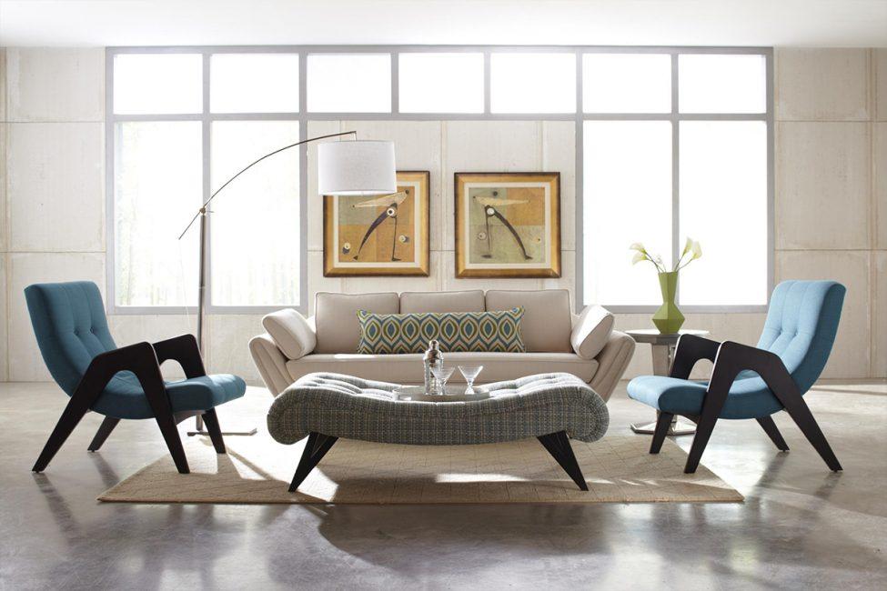 Маленький диван в большой гостиной может потеряться