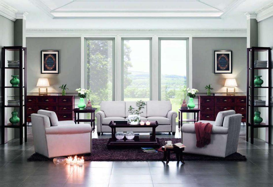 Круговое расположение дивана с креслами