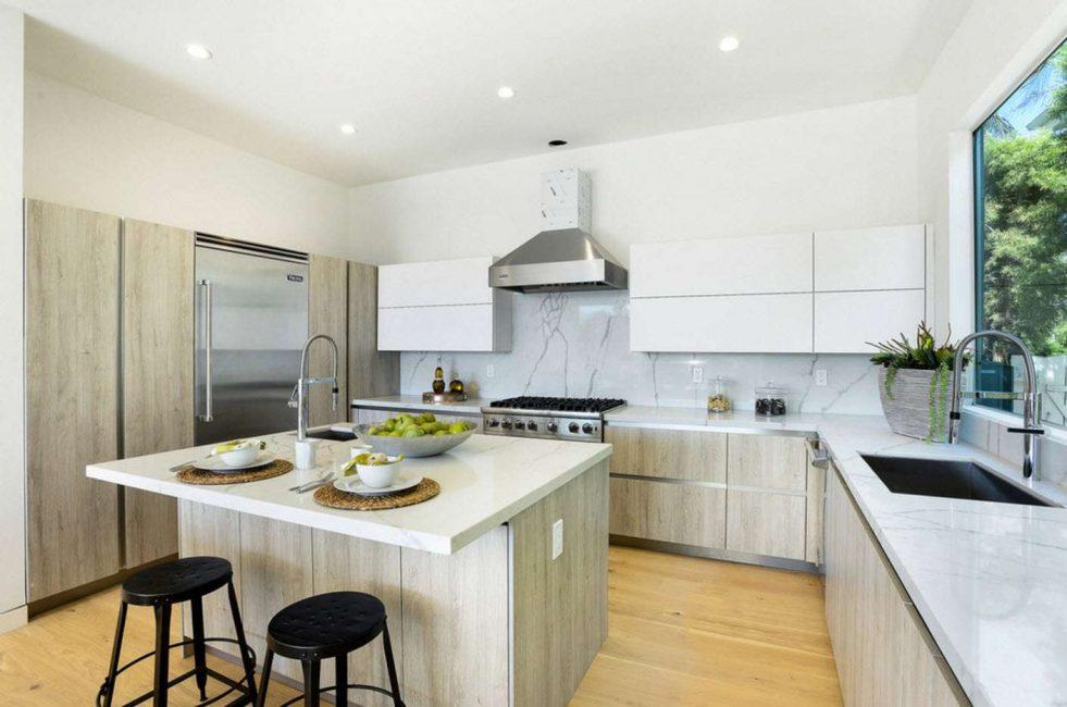 Обращаем внимание на материал кухонного гарнитура