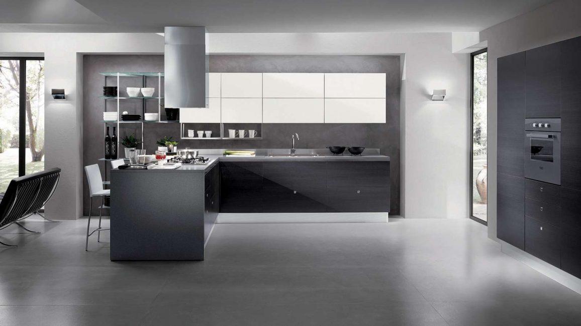 Темная кухня, покрытая плиткой - это хай-тек
