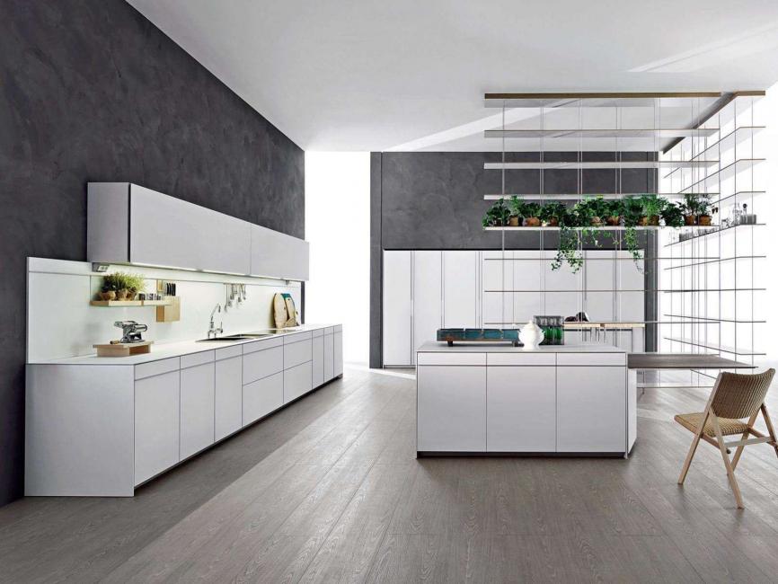 Самый удачный выбор - серая кухня с белыми фасадами