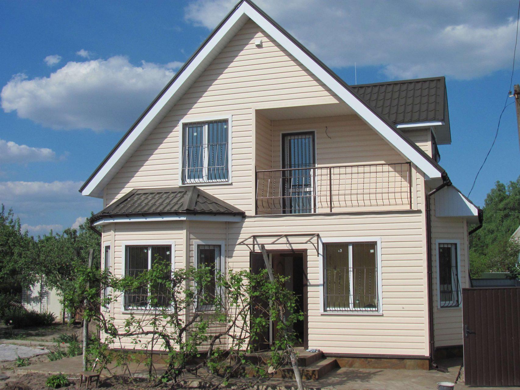загородный дом с балконом обшитый сайдингом фото свадьбе есть несколько