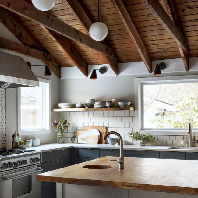 Уютная кухня частного дома