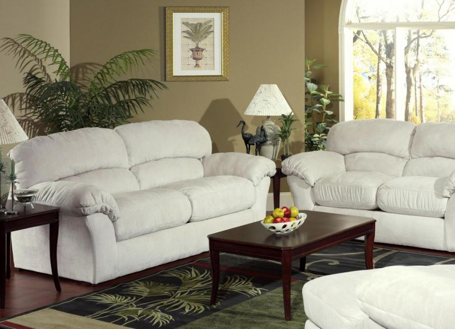 Кожаный диван в белом цвете