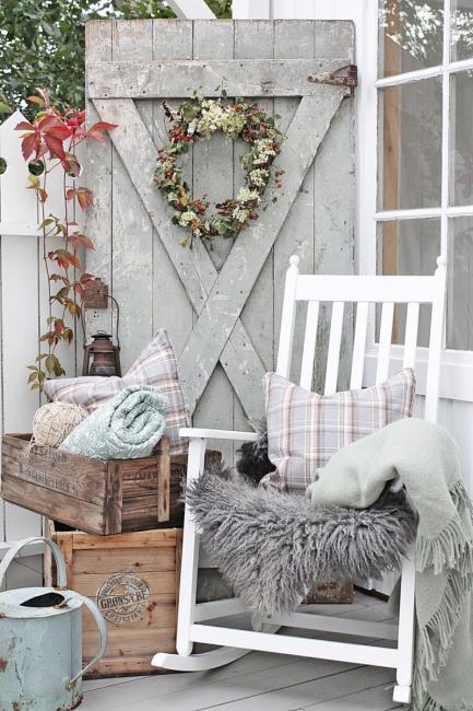 Уютная мебель в интерьере балкона