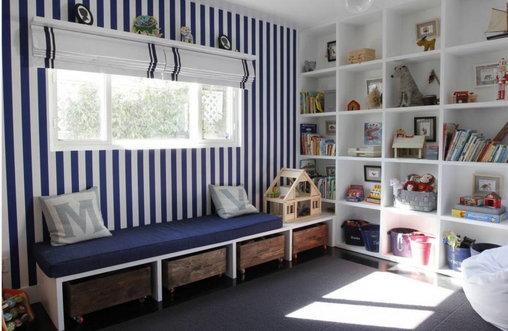 Стеллажи – это универсальная мебель с функцией декора