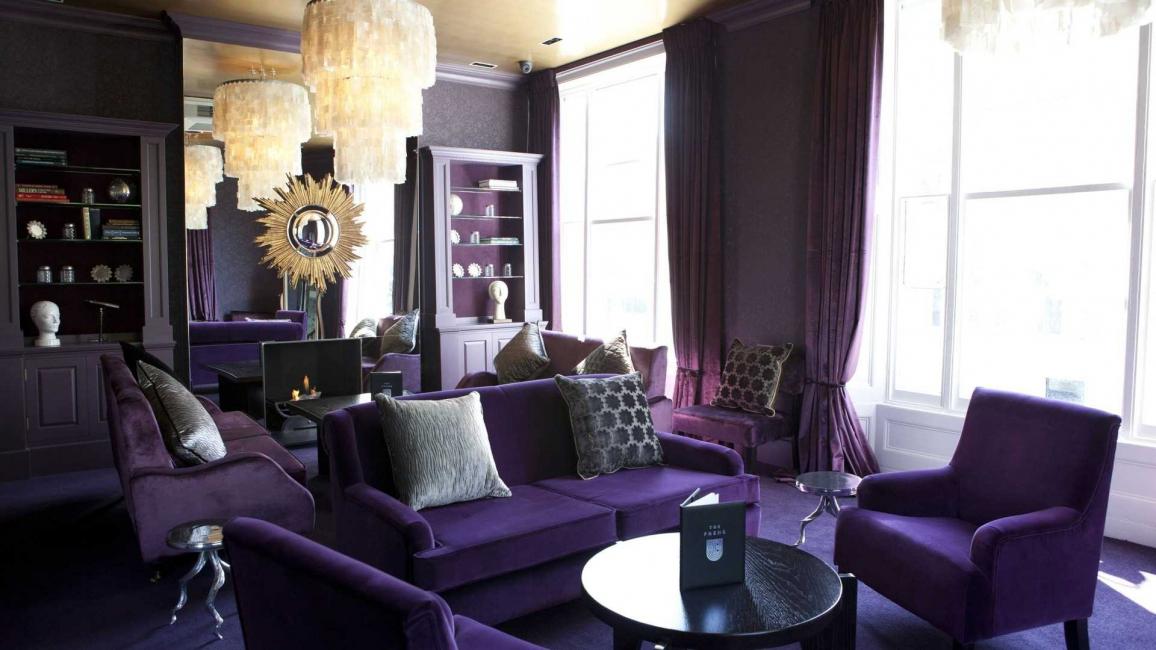 Очень часто фиолетовый применяют для декора