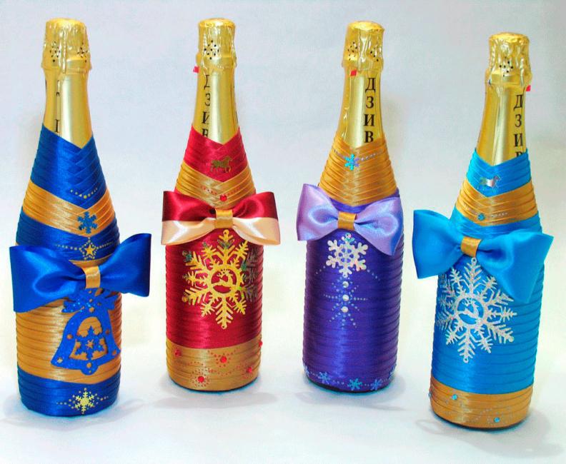 Декупаж бутылок популярен в последнее время, особенно на Новый год
