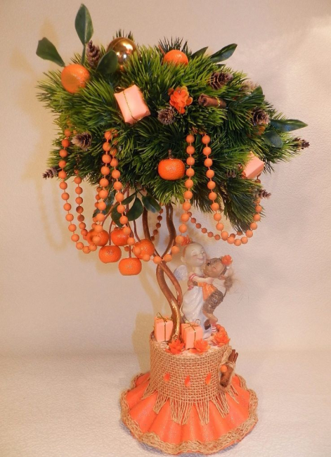Новогодний топиарий с фруктами