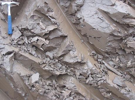 Белая глина в необработанном виде