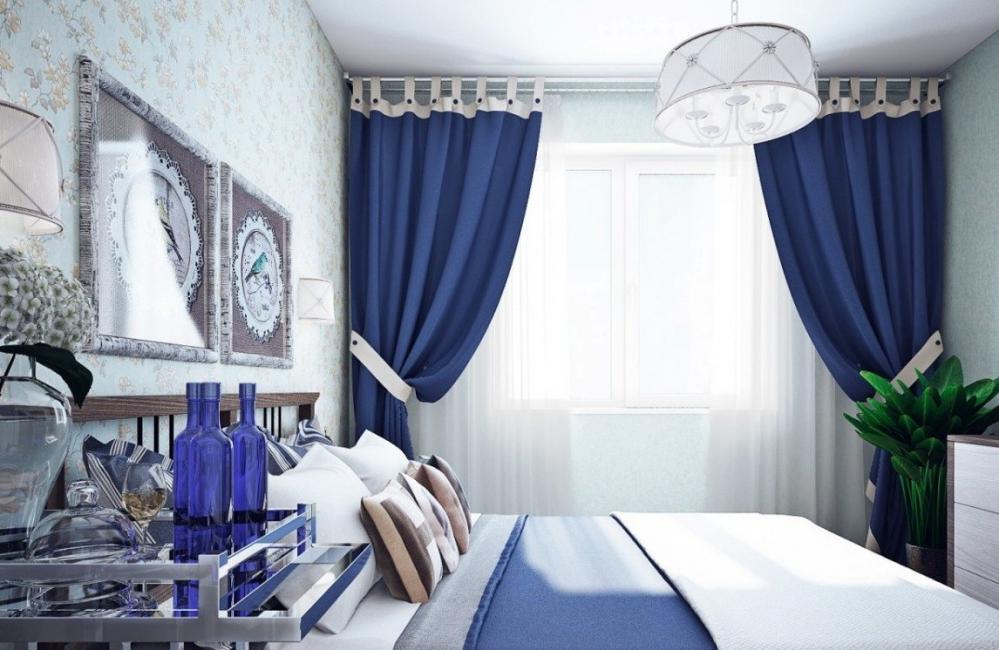 Темно-синие шторы привнесут в комнату немного прохлады