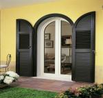 Удачные примеры преображения фасада дома при помощи ставень для окон (деревянные, металлические, пластиковые). Делаем просто и красиво (+Отзывы)