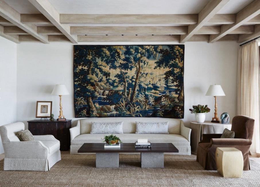 При выборе учитываем цветовое и стилистическое оформление комнаты