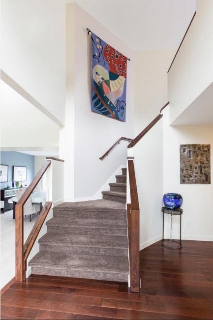 Гобелены с ярким орнаментальным рисунком особенно выигрышно выглядят в современных помещениях