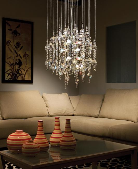 Размещение люстры над диваном
