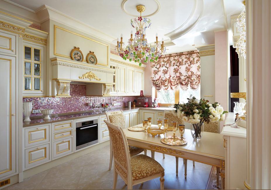 Освещение на кухне в классическом стиле не должно быть излишне ярким – идеал, это мягкий