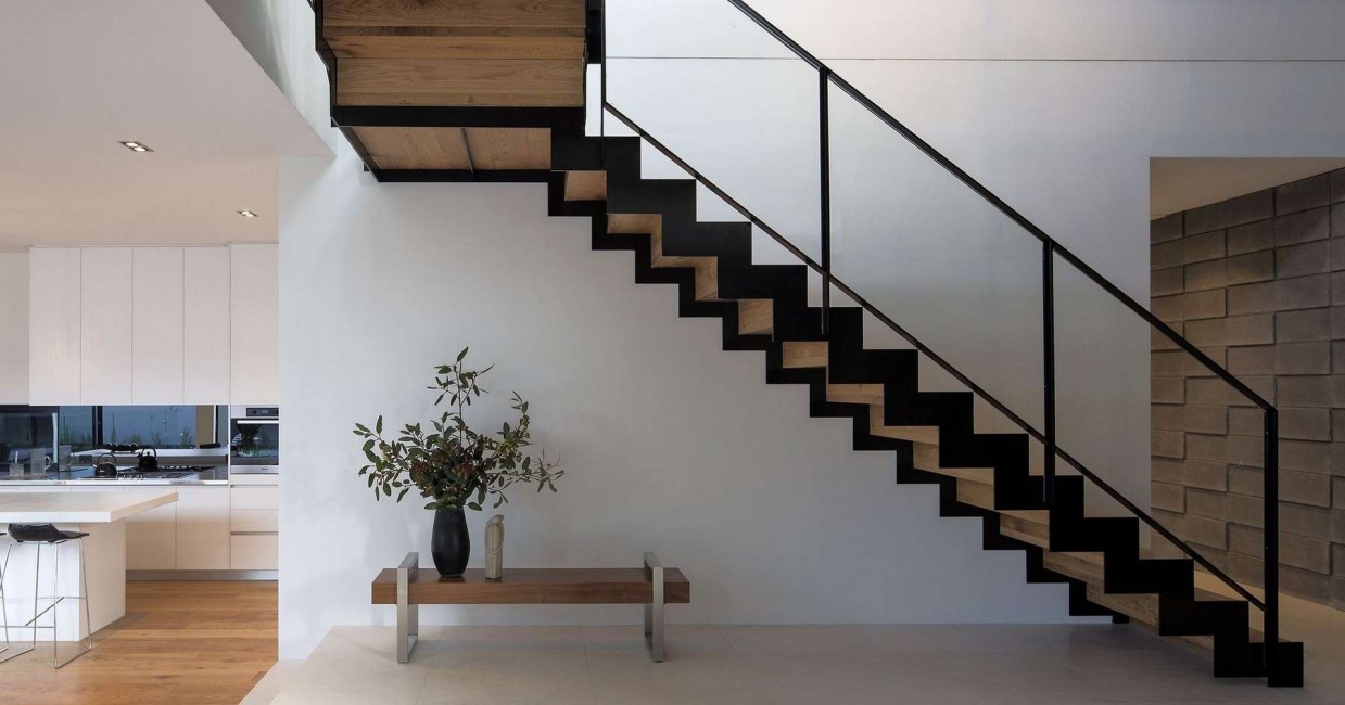 Вариант лестницы на металлокаркасе