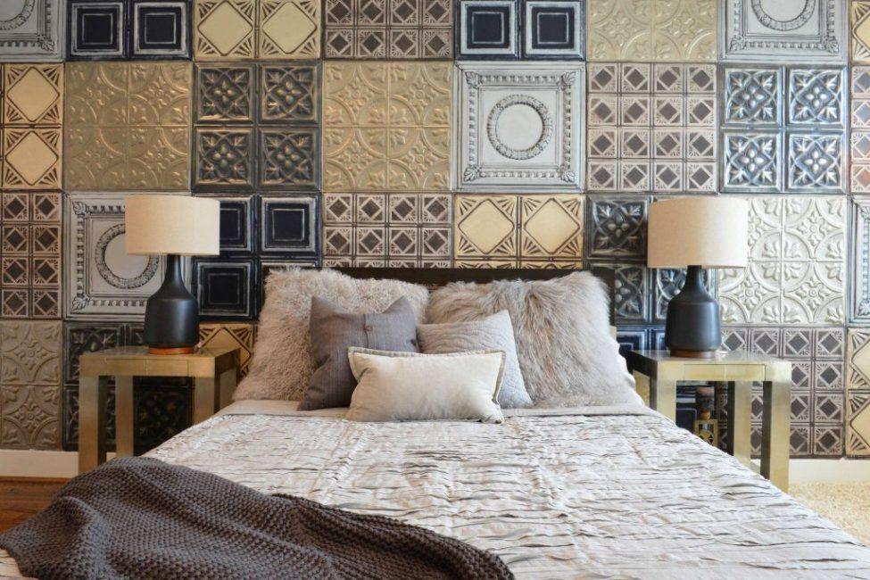 Наиболее часто плиткой покрывают участок стены или единичную стену спальни