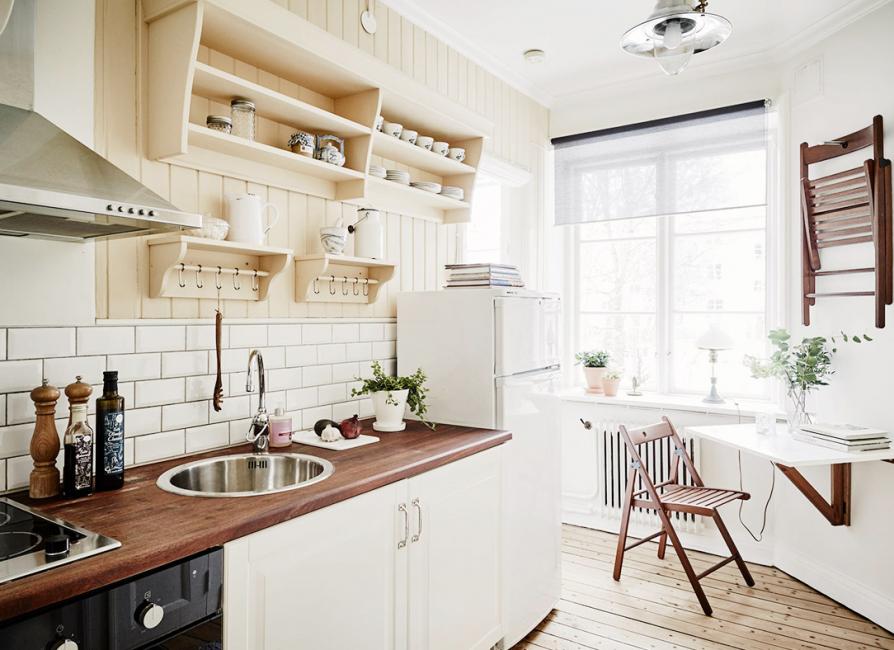 Маленькие кухни советуют совмещать с гостиной