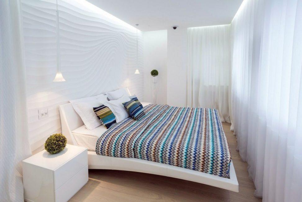 В светлой спальне пространство будет казаться большим