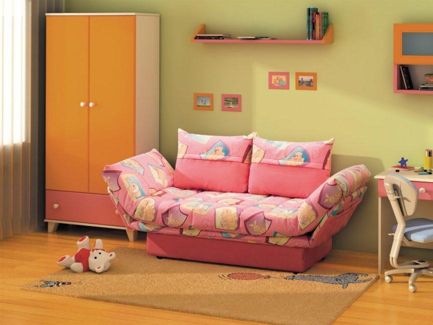 Очень удобная оттоманка для детской комнаты