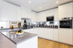Зеркало на кухне - Увеличиваем пространство. Где разместить? Как подобрать? Как оформить? Выбираем оптимальные варианты (на стене, над полкой, над столом, на фартуке)