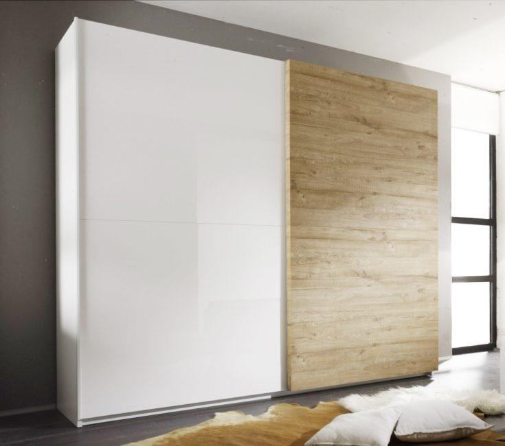 Шкаф с элементами деревянной текстуры
