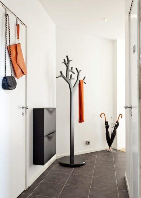 Напольная вешалка для верхней одежды в виде дерева