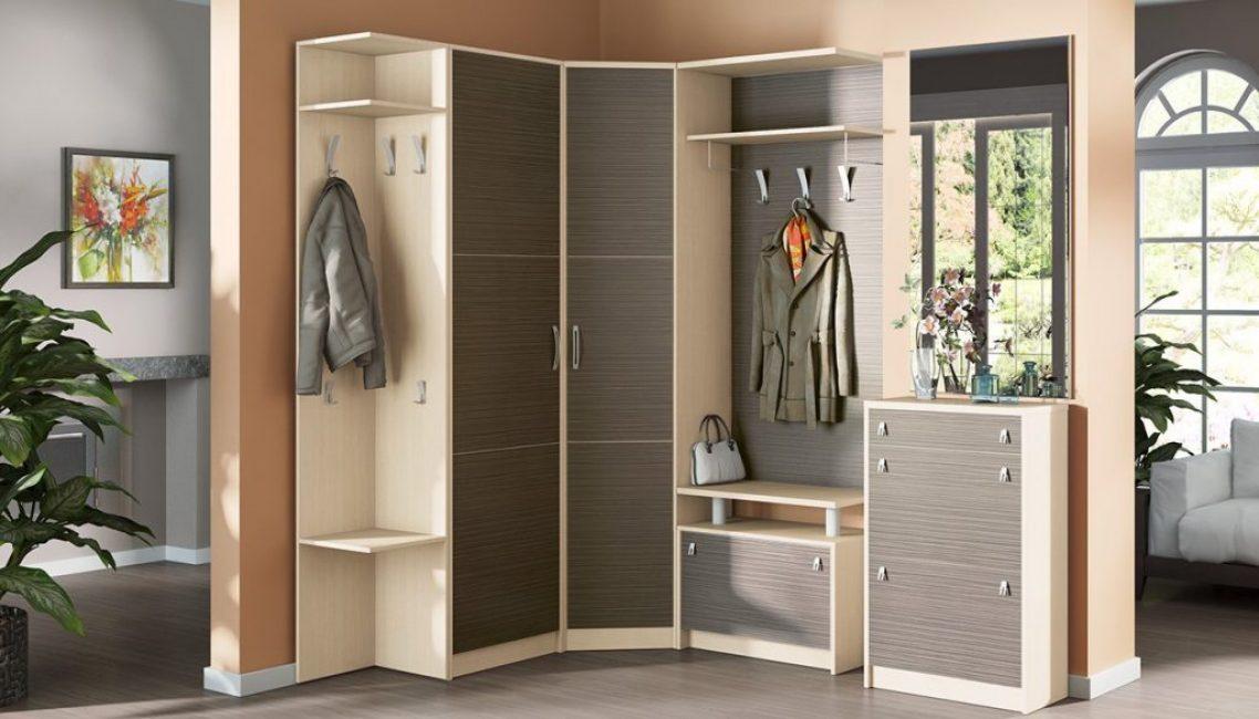 Встроенный шкаф с частичным каркасом
