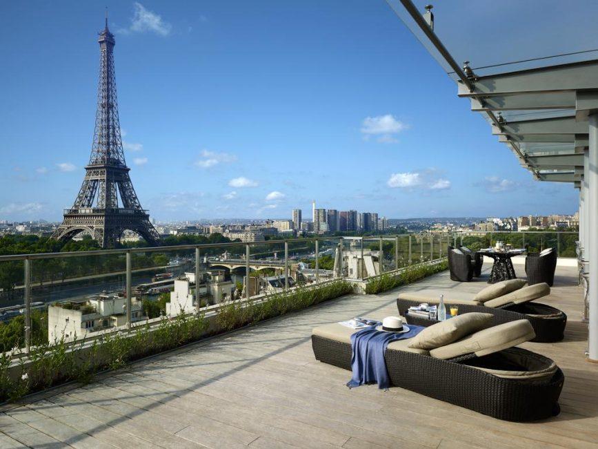 С террасы открывается необыкновенной красоты панорама