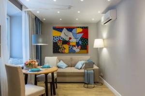 Уникальная однушка в хрущевке: зонирование спальни, гостиной и даже гардероба
