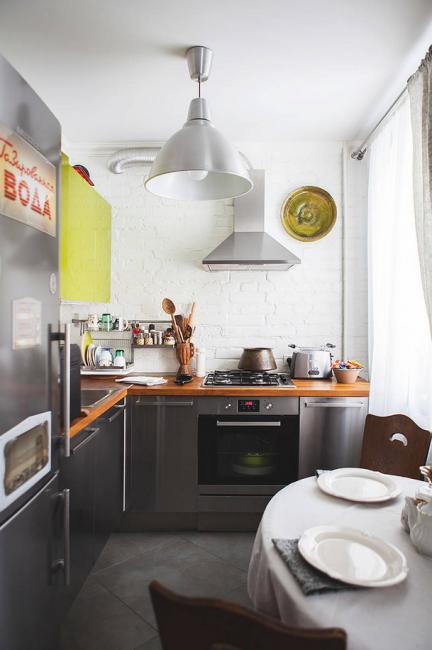 Не используйте плотные шторы, чтобы на кухню попадало максимум света