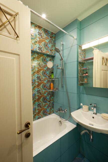 Планировка ванной не изменилась, но в помещении обновили всю сантехнику