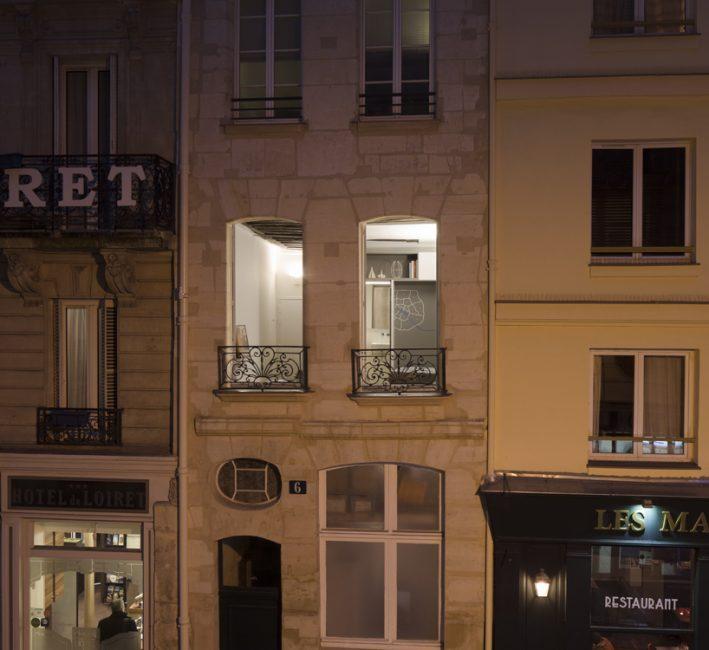 Так квартира выглядит, если смотреть ан фасад узкого здания