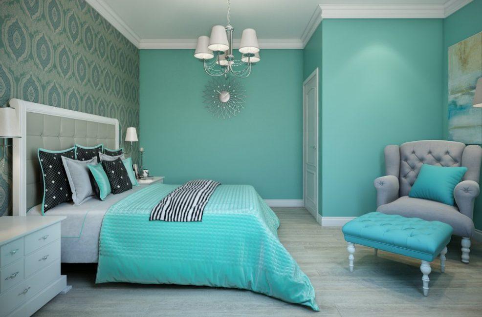 Спальня выполнена в бирюзовом цвете