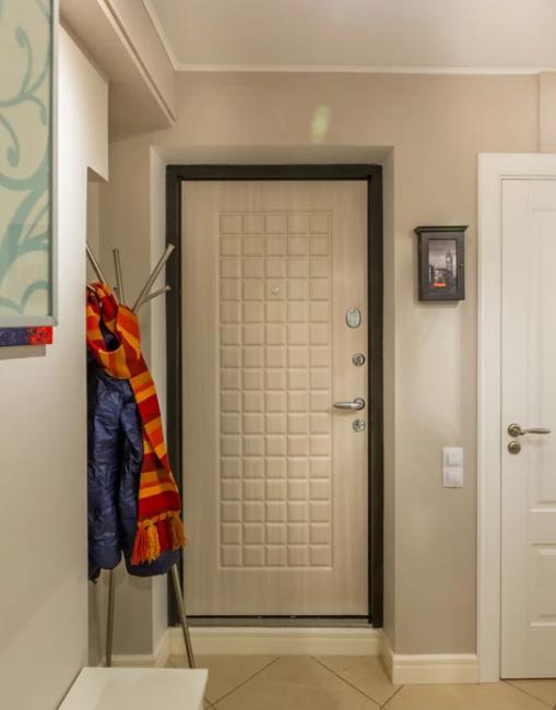 Крепкая входная дверь убережет от нежелательных проникновение