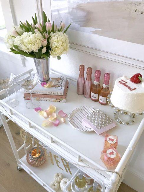 Сервировка столика для девичника