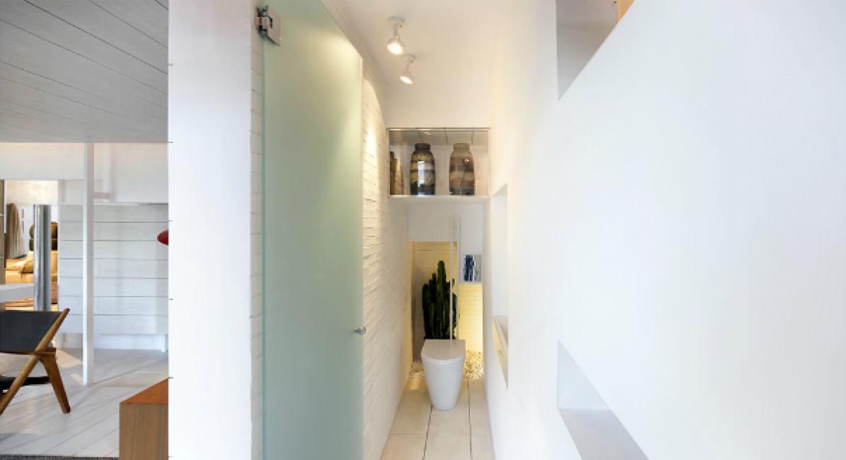 Туалет — единственное замкнутое помещение в квартире