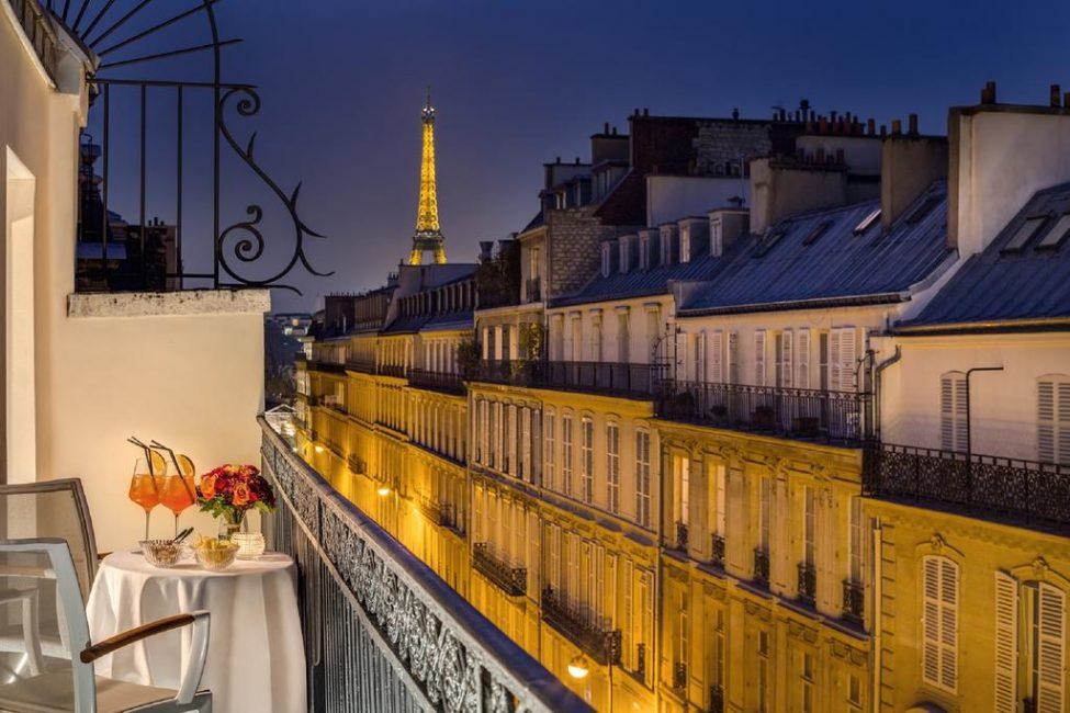Что может быть более романтичным, чем вечер в компании Эйфелевой башни