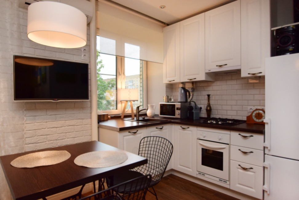 Зона кухни и столовой. Все удобно и компактно
