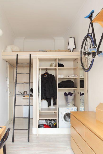 Поместить стиральную машину в шкаф — отличное решение для экономии пространства