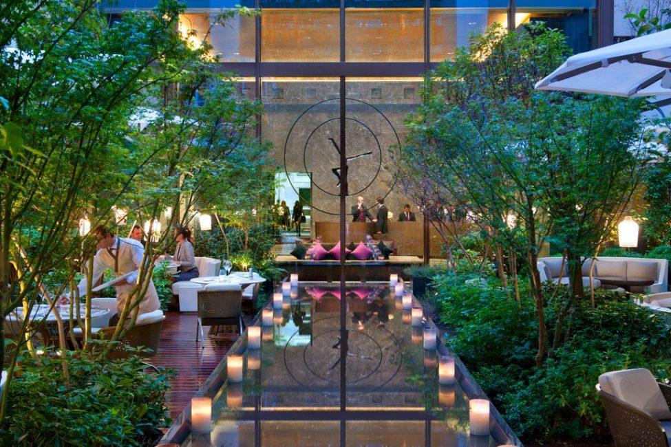 А вы бы хотели поужинать в таком саду?