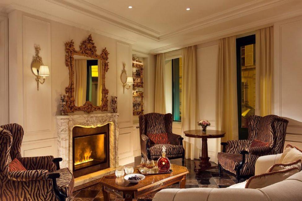 Уютная гостиная для истинных ценителей спокойного отдыха. Камин располагает к общению и романтическому настроению