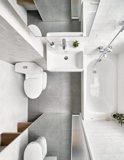 Огромное зеркало в ванной визуально увеличивает помещение