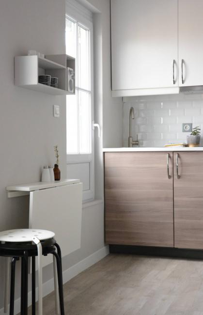 Складной стол в стиле Лофт можно прикрепить прямо к стене