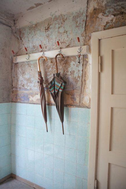 Дом не просто старинный, он находится на грани разрушения
