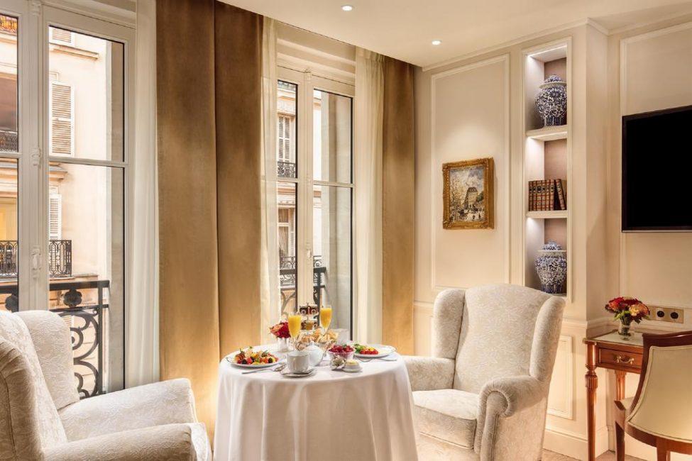 По желанию клиента, ваш завтрак или ужин поднимут прямо в номер