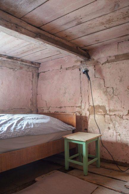 Какие сны могут присниться в такой аскетичной спальне?